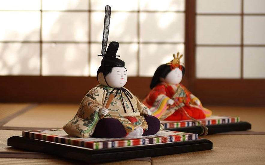 雛人形の歴史を紐解く、人形の意味や言い伝えとは?