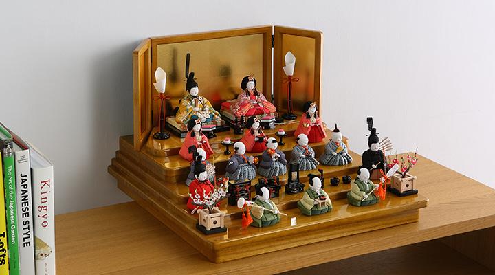 人気のコンパクトな雛人形、おしゃれな飾り方・並べ方とは?