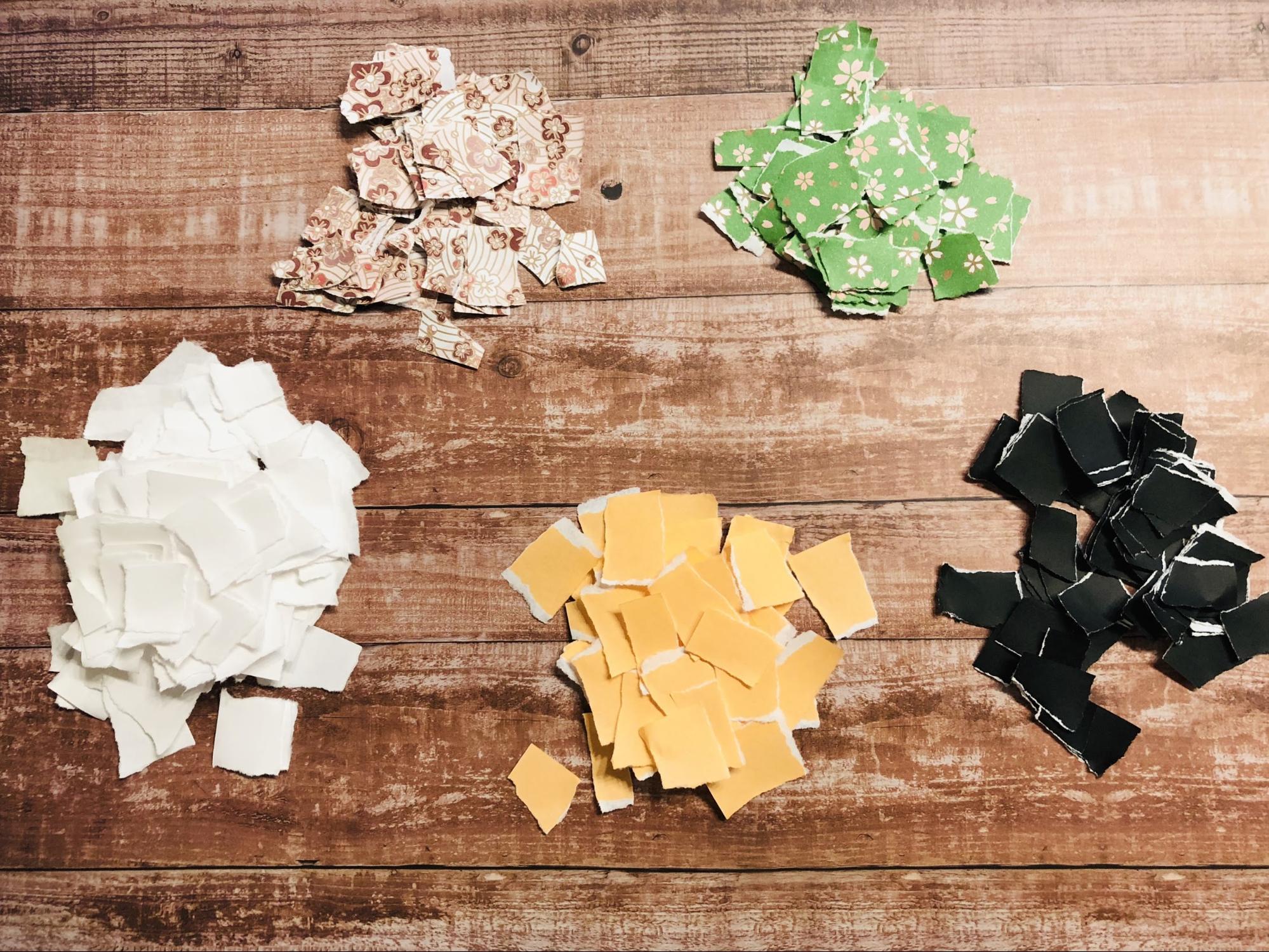 色画用紙を、紙、顔、着物(体)の色に分けます